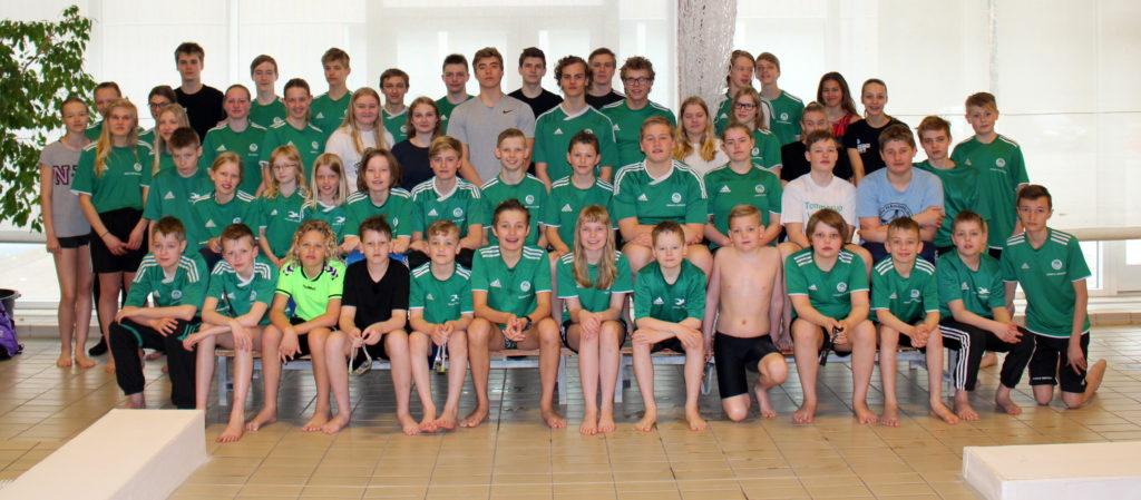 Masser af børn og unge svømmer i Tommerup Svømmeklub